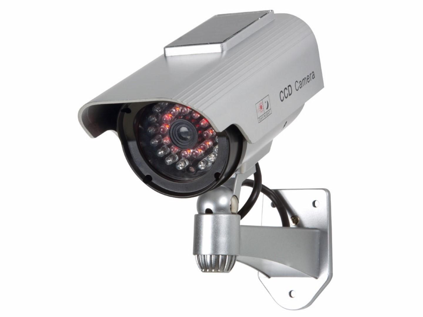 Cilindrische nepcamera met IR-LEDs en zonnepaneel