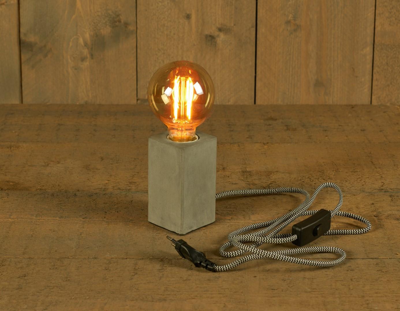 Tafellamp cement 6x6x11 cm e27 1,5m strijkijzer snoer zwart wit schakelaar ip20